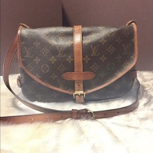 💯% Authentic Louis Vuitton Saumur 30
